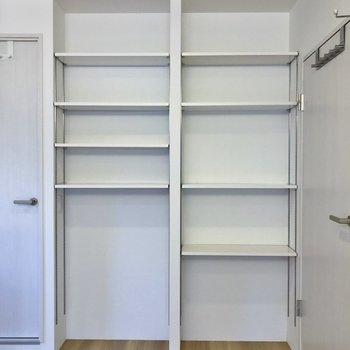 本棚でも調味料でも。