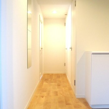 【廊下】工事したての無垢床の香りに思わずうっとり!