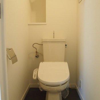 【トイレ】床は防水シートなのでお手入れも簡単!