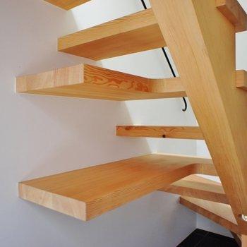 階段にシェルフが同化してます。※写真は前回募集時のものです