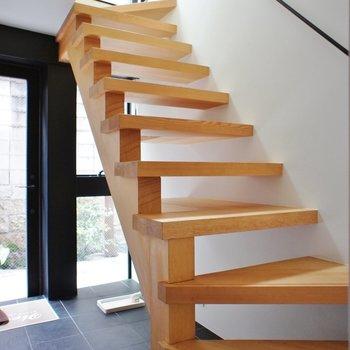 素敵な無垢材の階段。※写真は前回募集時のものです