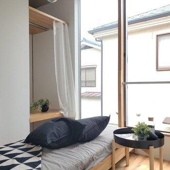 「ニシオギ」でコンパクトに1人暮らし。※家具はサンプルです。