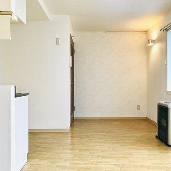 白の壁ですっきりしてる!※写真は同間取り別部屋です