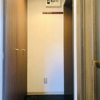 玄関はちょうど良い広さです※写真は同間取り別部屋です