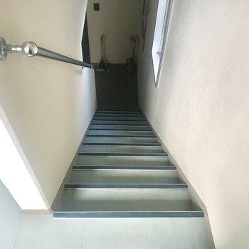 この階段を使いましょづ