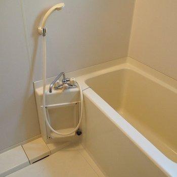 お風呂も普通※写真は2階同間取り別部屋のものです。