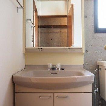 独立洗面台です。※写真は2階同間取り別部屋のものです。