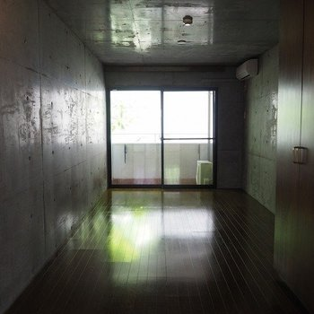 照明がなかったので暗かったです。※写真は2階同間取り別部屋のものです。