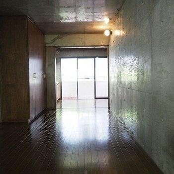 照明はまた別に買う必要がありますね。※写真は2階同間取り別部屋のものです。
