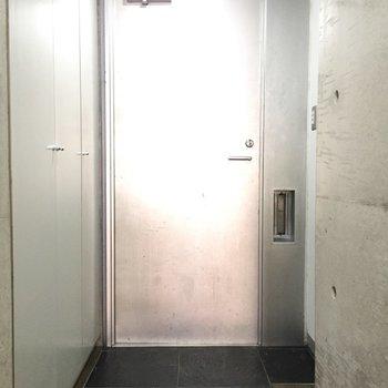 ドアの近未来感。