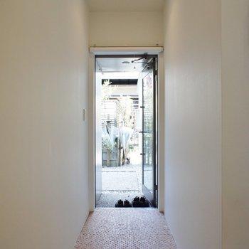 玄関から、いいムード※写真は前回募集時のものです。