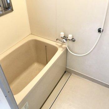少しゆったりめのお風呂。窓をあけて換気をしよう。