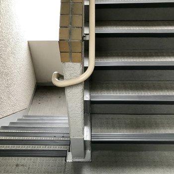 階段登って4階まで!