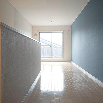 【9.6帖洋室】すーんと長くて光もきちんと入ります