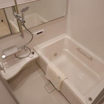 浴室もゆったりサイズに。