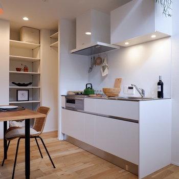 2人でたっても狭くないキッチン。
