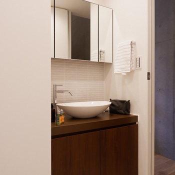 デザイン性ある洗面台。