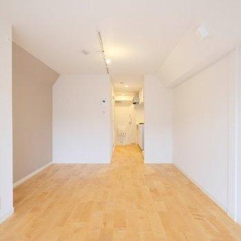 キッチン側の幅が広いので、家具を置きやすそう!