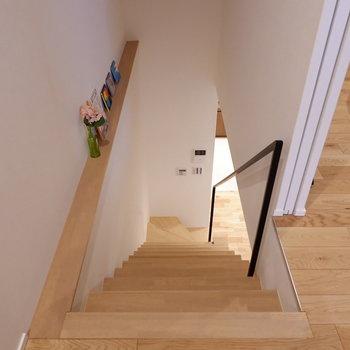 お次に2階へ上がってきました。階段横にちょっとしたディスプレイ。