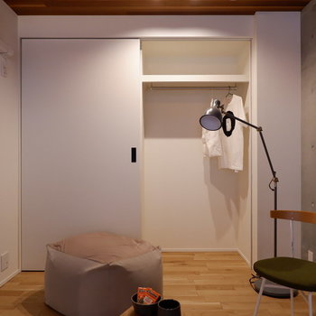 クローゼットは壁一面に。