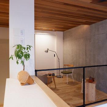 天井にも木材を。温もりに包まれます。