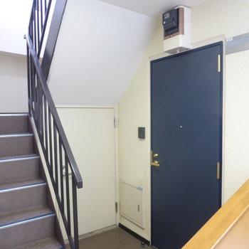 1フロアに向かい合わせで2戸のみ。角部屋です!
