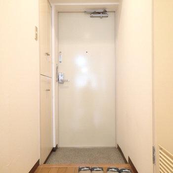 玄関スペースもゆったり※写真は9階の同間取り別部屋のものです