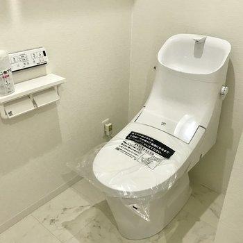 トイレもピッカピカの新品!