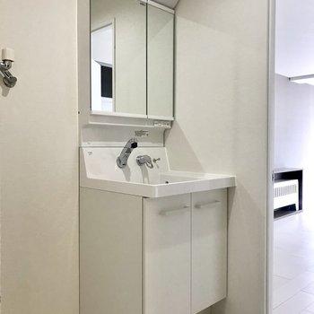 洗面台はシンプル〜
