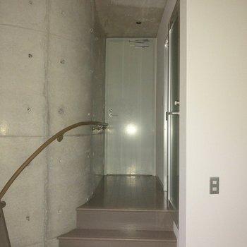 ロフトスペースの近くにトイレがあります。※フラッシュを使用して撮影しています