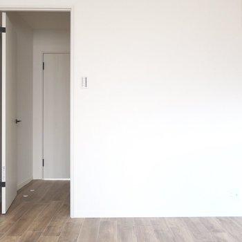 ドアを開けたらさらにドア!実はリビングへと繋がっているのです◎