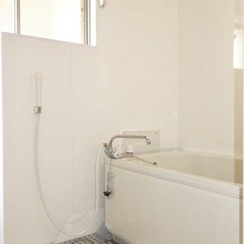 浴室はきちんと窓付き◎