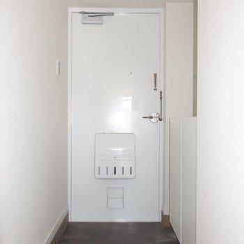 玄関も広めなのです◎
