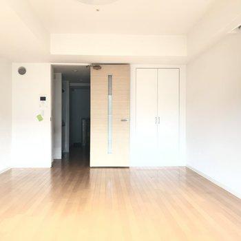 シェルフで自分なりにアレンジしたい※写真は2階の反転間取り別部屋のものです