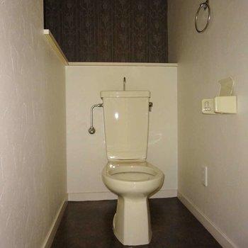 トイレはあとから便座を付けます(通電前です)