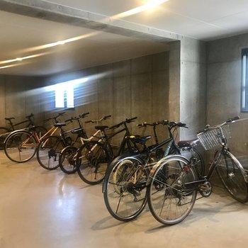 自転車置き場は室内!
