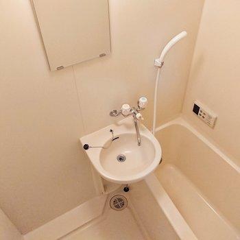 浴室は2点ユニットバスです。