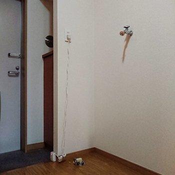 洗濯物置き場は玄関のすぐ傍に。