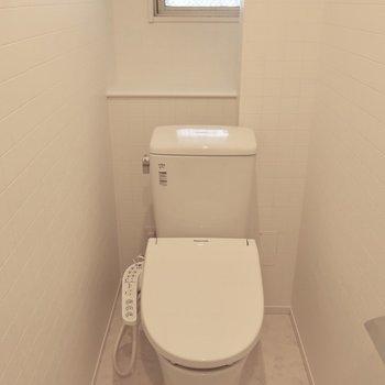 トイレはもちろんウォシュレット完備