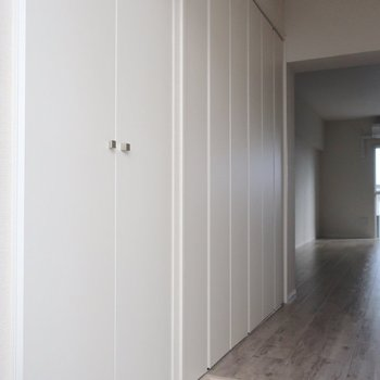 クローゼットの扉はシンプルな白なのがいいな♩