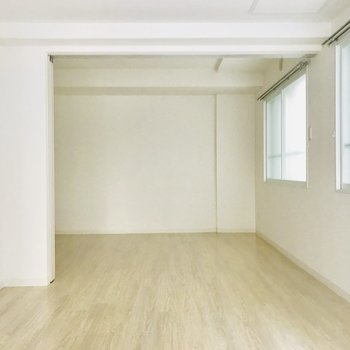 シンプルなお部屋にはお好きな家具を♪
