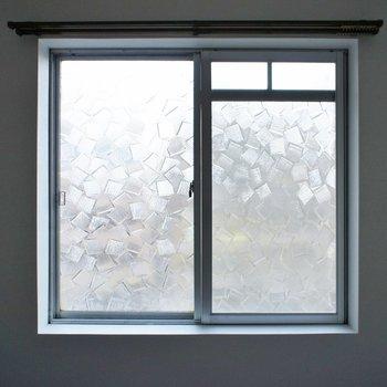 窓はレトロ感たっぷり!ギャップがいいね!
