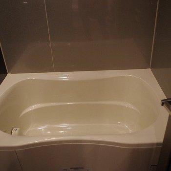 お風呂シンプルでかっこいい!※写真は3階の同間取りのモデルルームものです