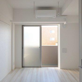 室内干しパイプが備え付けられています。※写真は前回募集時・通電前のものです