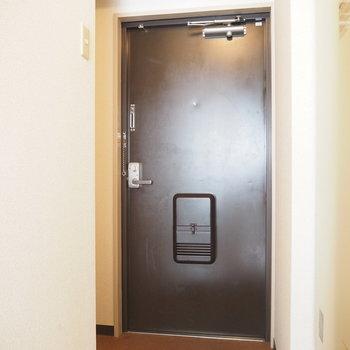 玄関先は広めです(※写真は7階の同間取り別部屋のものです)
