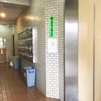 エントランス入ってすぐエレベーターもありますよ。