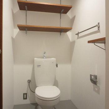 トイレもおしゃれ!小棚が嬉しい!