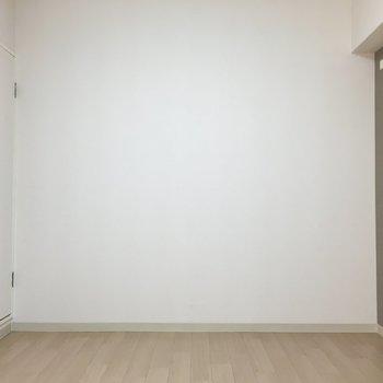こちらは6帖の洋室