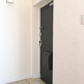 扉はシックに(※写真は清掃前のものです)