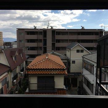 眺望はいろんな形の屋根たち。